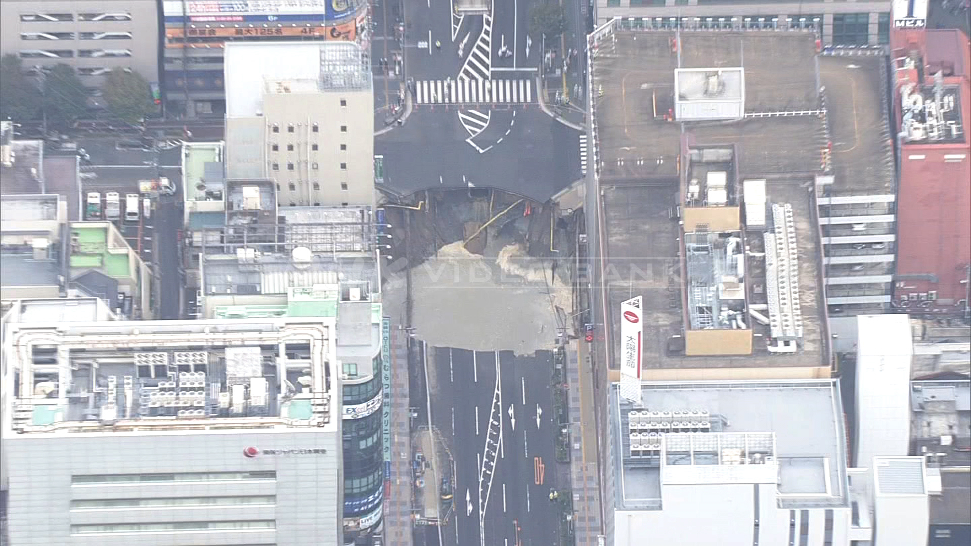 The sudden opening of a massive sinkhole in Fukuoka...and how it got fixed