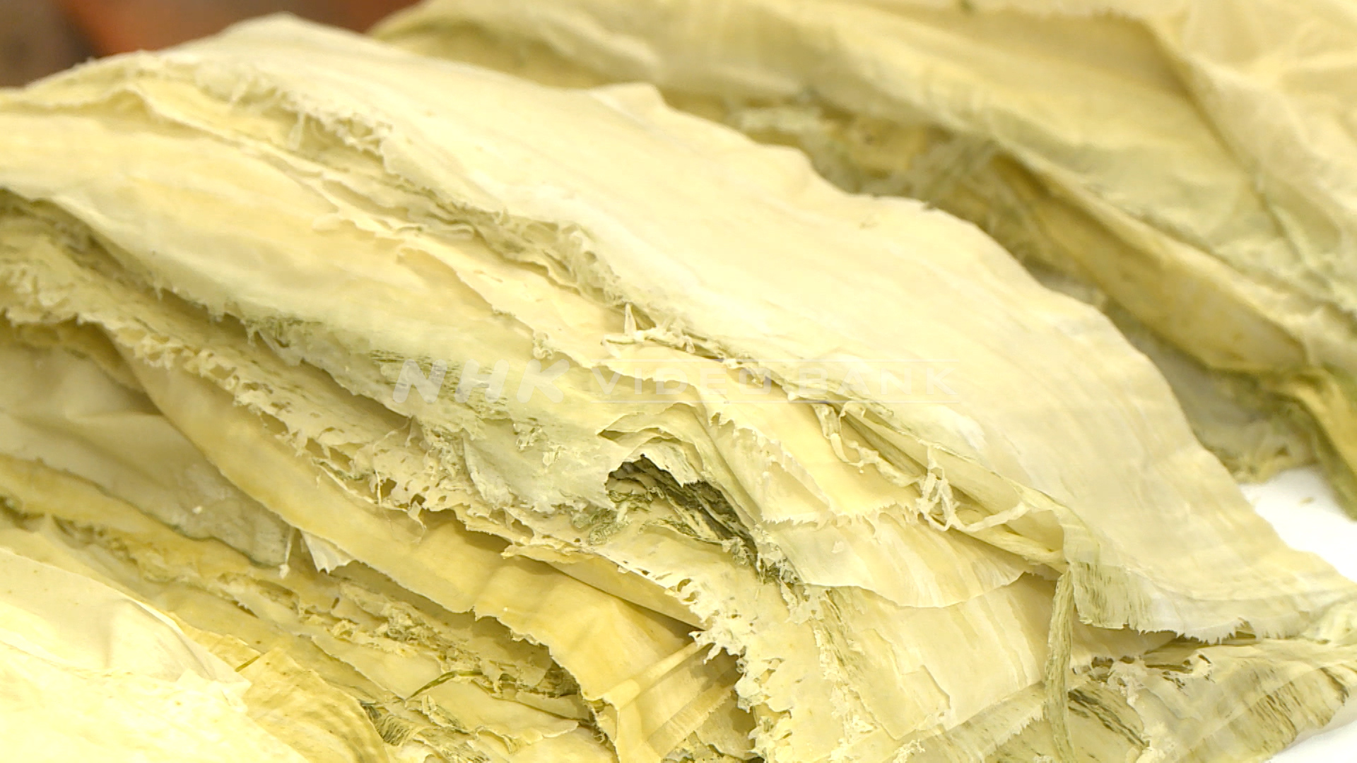 Making Oboro Konbu (Thin strips of dried kelp)